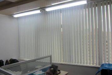 Nên lắp rèm cuốn hay mành lá dọc cho văn phòng công sở?